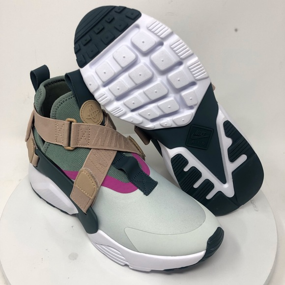68ea5b6da1b NIKE AIR HUARACHE CITY HI AH6786-005 SZ 8.5. M 5c58f4bc2beb7959c1c540aa.  Other Shoes ...